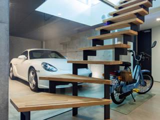 garagehouse in toyonaka モダンスタイルの 玄関&廊下&階段 の 田中一郎建築事務所 モダン