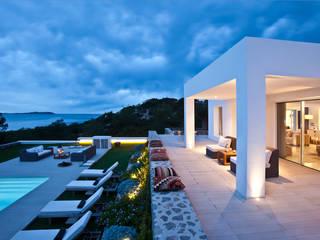 Śródziemnomorskie domy od ANTONIO HUERTA ARQUITECTOS Śródziemnomorski
