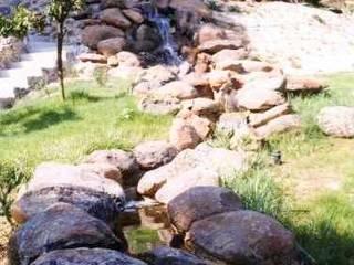 Cascada Huelva: Jardines de estilo moderno de GreenerLand. Arquitectura Paisajista y Tematización