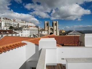 Edifício Chinesas Milagrosas - Vista do terraço: Terraços  por Posto9 Arquitectos,Moderno