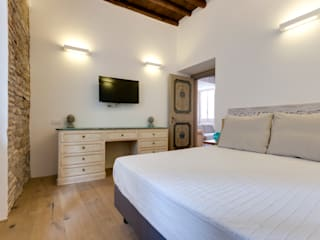 VIA SISTINA APT: Camera da letto in stile in stile Mediterraneo di SERENA ROMANO' ARCHITETTO