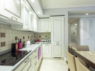 Светлая, легкая квартира в Переделкино Кухня в классическом стиле от ARTteam Классический