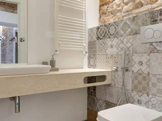 VIA SISTINA APT: Bagno in stile in stile Mediterraneo di SERENA ROMANO' ARCHITETTO
