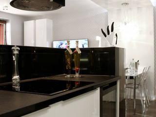 KRYSZTAŁOWE MARZENIE Nowoczesna kuchnia od TOKA + HOME Nowoczesny Granit