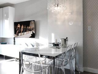 KRYSZTAŁOWE MARZENIE : styl , w kategorii Salon zaprojektowany przez TOKA + HOME