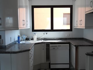 Cozinha - Antes:   por BATISTELLI ARQUITETURA & DESIGN