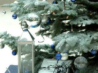 Individuel für Kunden gestalteter Weihnachtsbaum:  Bürogebäude von vanHenry interiors & colours
