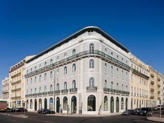 Edifício na Av. 24 de Julho - Lisboa:   por VÃO - Arquitectos Associados, Lda.,Clássico
