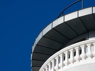 Edifício na Av. 24 de Julho - Lisboa: Terraços  por VÃO - Arquitectos Associados, Lda.,Clássico