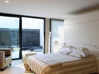 Villa GP Chambre moderne par frederique Legon Pyra architecte Moderne