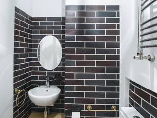 санузел гостевой: Ванные комнаты в . Автор – Творческая Мастерская Владимира Романова
