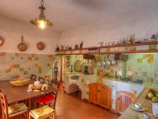 Kitchen by Emilio Rescigno - Fotografia Immobiliare, Rustic