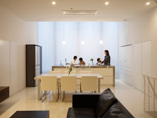 Modern living room by Mimasis Design/ミメイシス デザイン Modern