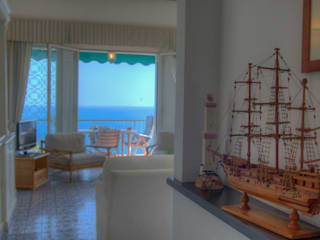 Mediterranean corridor, hallway & stairs by Emilio Rescigno - Fotografia Immobiliare Mediterranean