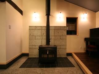 薪ストーブのある暮らし モダンデザインの リビング の 一級建築士事務所 さくら建築設計事務所 モダン