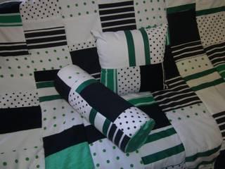 Patchworkkissen,grün,weiß,schwarz:   von schneiderei jerke