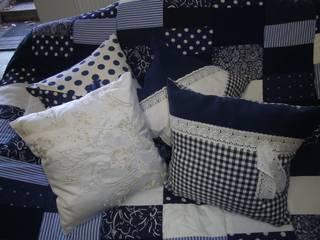 blau-weißes Kissen:   von schneiderei jerke