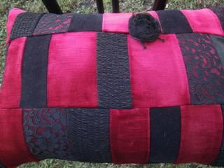 Patchworkkissen,rot,schwarz:   von schneiderei jerke
