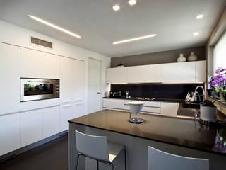 Modern Kitchen by Vincenzo Leggio Architetto Modern