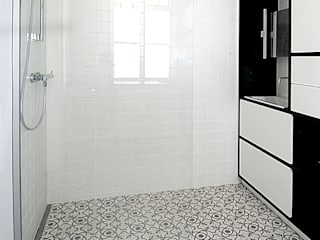 Modern bathroom by Mosaic del Sur Modern