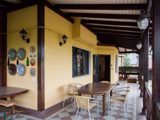 Klassischer Balkon, Veranda & Terrasse von Design interior OLGA MUDRYAKOVA Klassisch