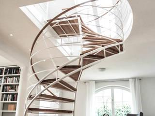 Modernisierung Villa Ammersee Moderner Flur, Diele & Treppenhaus von homify Modern