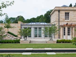 Impressive Twin Classical Orangeries Jardines de invierno clásicos de Vale Garden Houses Clásico Madera Acabado en madera