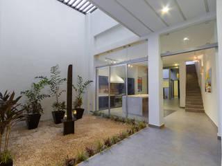 Corridor & hallway by CERVERA SÁNCHEZ ARQUITECTOS,