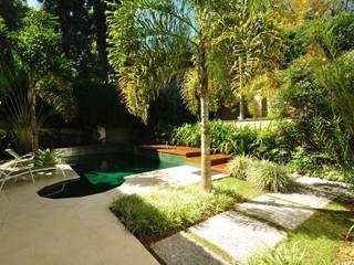 トロピカルな 庭 の alexandre galhego paisagismo トロピカル