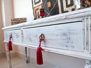 Camera da letto in stile in stile Eclettico di Diseñadora Lucia Casanova