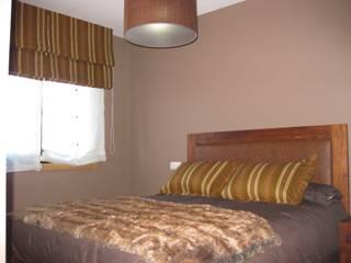 Vivienda unifamiliar en Bembibre. Dormitorios de estilo clásico de maite maceiras Clásico