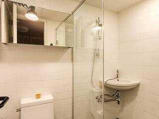 Bathroom by 아르떼 인테리어 디자인, Modern
