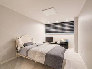 수원시 영통구 이의동 자연앤자이아파트 (48평형) 모던스타일 침실 by 아르떼 인테리어 디자인 모던
