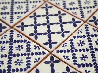 Meksykańskie płytki ręcznie malowane - biało niebieskie: styl , w kategorii  zaprojektowany przez Kolory Meksyku