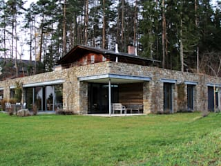 Stone under the wood Moderne Häuser von Architekt Zoran Bodrozic Modern