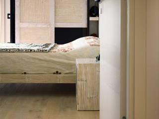 Realizzazioni: Camera da letto in stile  di TIXA studio associato di ingegneria e architettura