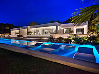 modern Pool by MG&AG.ARQUITECTOS