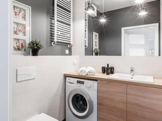 Baños de estilo clásico por Decoroom