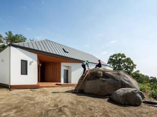 바위 사용법 : B.U.S Architecture의  주택