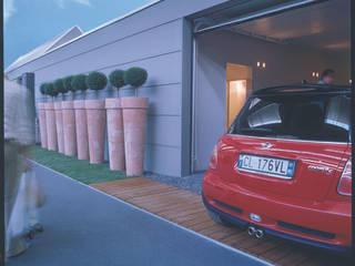 Casa prefabbricata BH1: Garage/Rimessa in stile  di Benedini & Partners