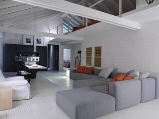 Casa prefabbricata BH3: Soggiorno in stile  di Benedini & Partners