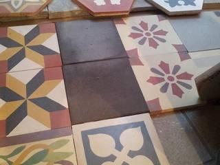 cementine artigianali decorate e personalizzate: Pareti & Pavimenti in stile in stile Classico di TOMASELLO SRL PAVIMENTI D'EPOCA REALIZZATI OGGI