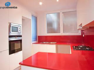 Reforma integral en calle València de Barcelona Cocinas de estilo minimalista de Grupo Inventia Minimalista
