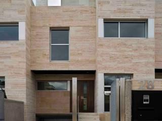 Unifamiliares en Montecarmelo // Madrid: Casas de estilo  de Cano y Escario Arquitectura