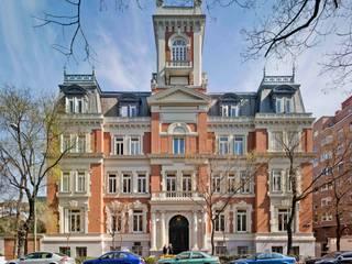 International Institute // Madrid: Casas de estilo  de Cano y Escario Arquitectura