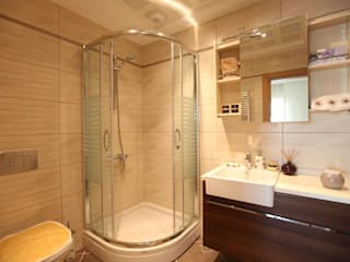 Modern bathroom by CCT INVESTMENTS Modern