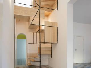 Paredes e pisos modernos por TOMASELLO SRL PAVIMENTI D'EPOCA REALIZZATI OGGI Moderno