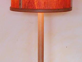 Stehlampe mit Schirm aus Holzfurnier:   von Kunsthandwerk & Wohndesign Sorg
