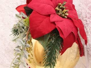 Klassische Weihnachtskugel mit roten Weihnachssternen und Tannenzweigen:   von GP METALLUM