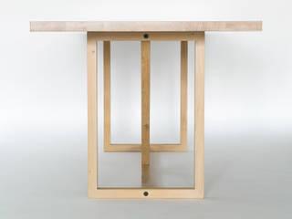 KT8 - Schlanke Fachwerkskonstruktion aus massivem Eichenholz oder Nussbaum klassisch und zeitlos:   von Christian Kroepfl